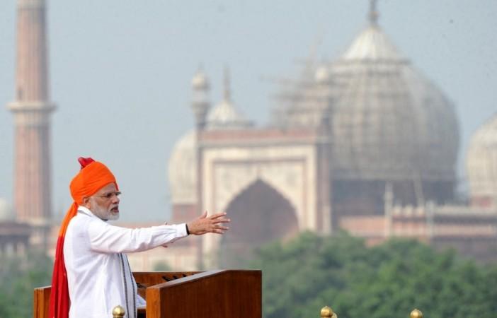 15 अगस्त, 2018 को नई दिल्ली में 72 वें स्वतंत्रता दिवस पर लाल किले की प्राचीर से राष्ट्र को संबोधित करते प्रधानमंत्री नरेंद्र मोदी।
