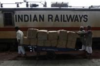 भारतीय रेलवे 2 अक्टूबर को सिर्फ शाकाहारी भोजन परोसने की योजना बना रही है (सांकेतिक तस्वीर)