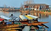 ठंड बढ़ने के चलते बदला 35 राजनेताओं का ठिकाना, 5 अगस्त से डल झील के किनारे स्थित होटल में कैद हैं 'बंदी' नेता
