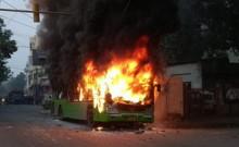 दिल्ली में हिंसक हुआ नागरिकता संशोधन कानून के विरोध में चल रहा प्रदर्शन, उपद्रवियों में लगाई बसों में आग