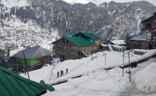 उत्तर भारत में शीत लहर का प्रकोप जारी, उत्तराखंड में बर्फबारी से जुड़ी घटनाओं में तीन की मौत