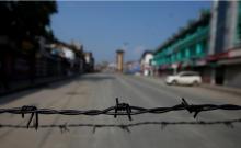 बहाल किए जाने के कुछ ही घंटों बाद 'अस्थाई रूप से' निलंबित की गई कश्मीर में मोबाइल इंटरनेट सेवा