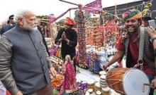 अचानक 'हुनर हाट' पहुंचे प्रधानमंत्री मोदी, लिट्टी-चोखा खाया और कुल्हड़ चाय पी